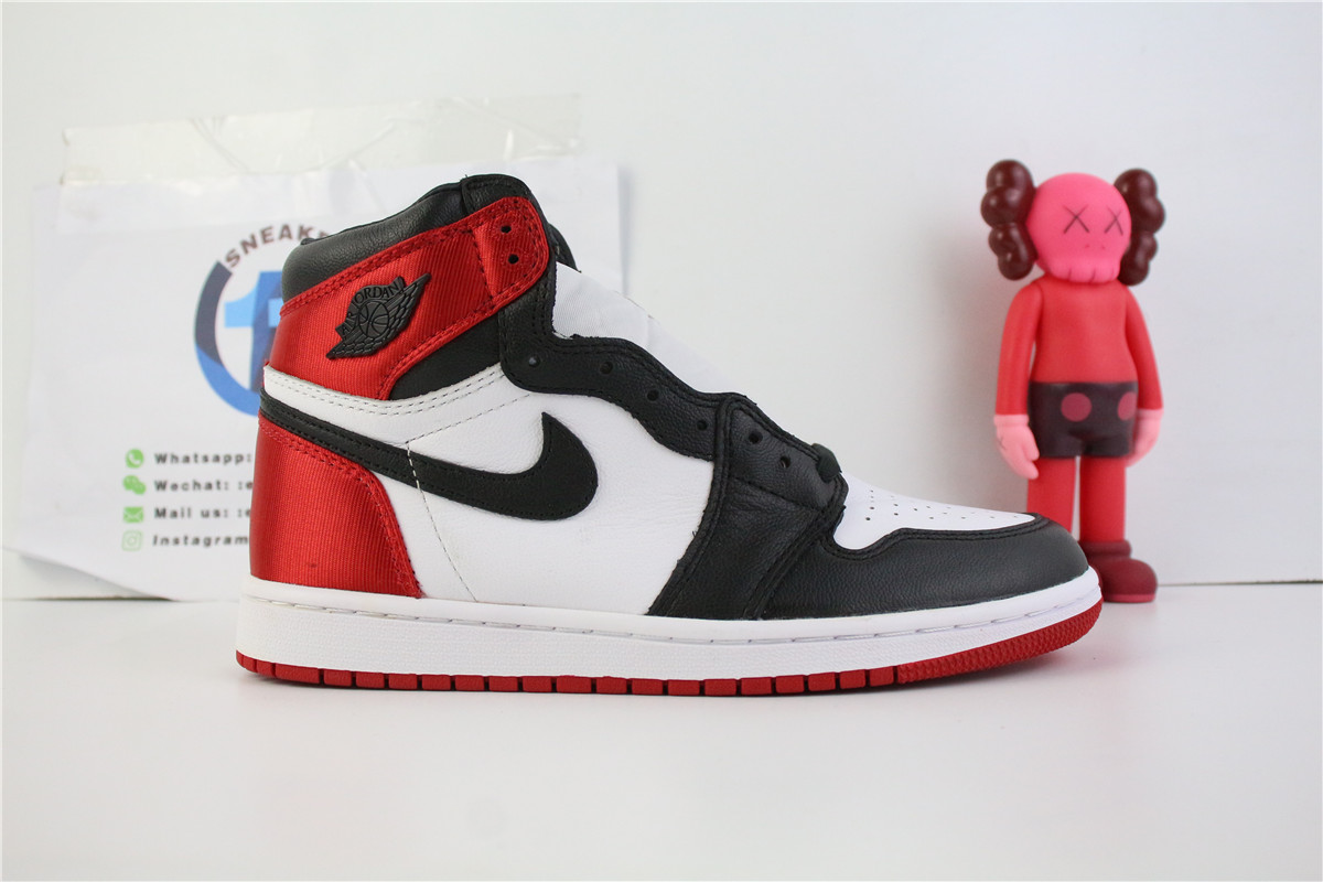 Jordan 1 Retro High OG Satin Black Toe
