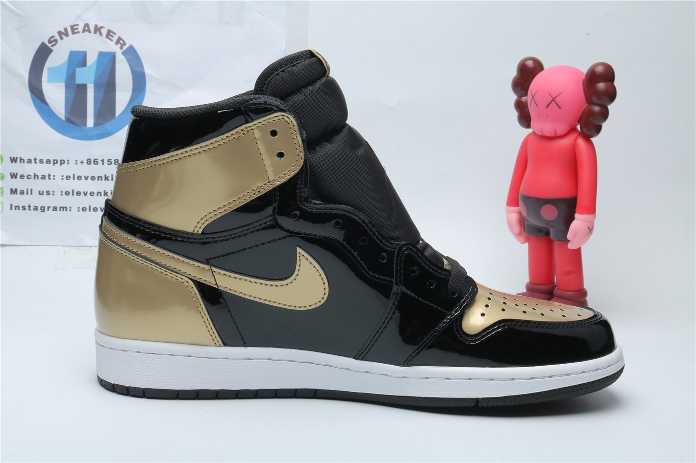 Air Jordan 1 Retro High gold toe